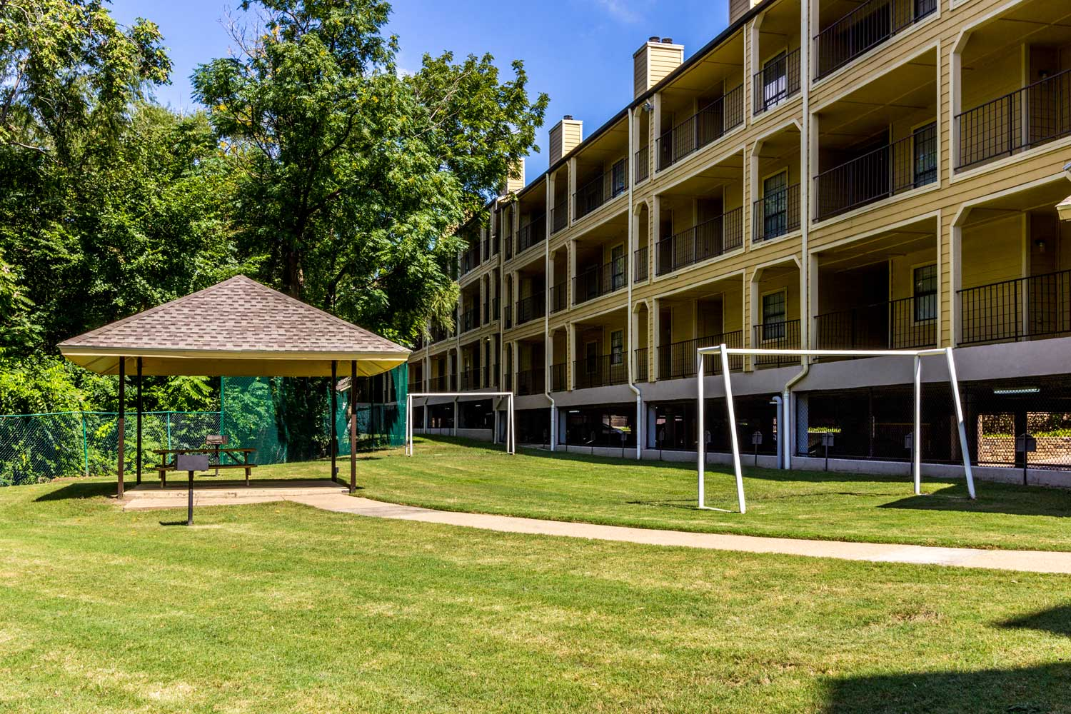 Picnic Area with Barbecue Grills at Forest Hills Apartments in Dallas, TX