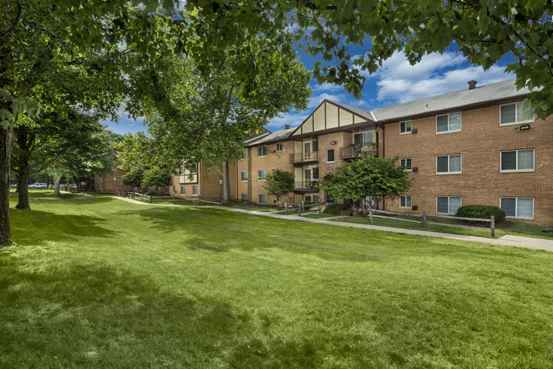 Beautifully landscaped yards at Gateway Square Apartments in Temple Hills, MD