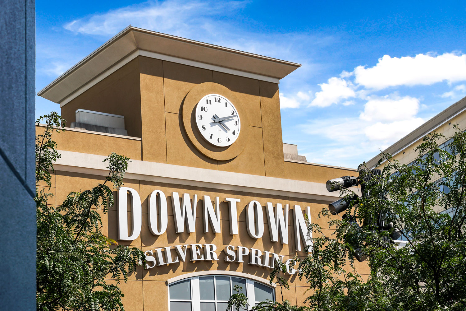 8 minutes to Downtown Silver Spring, MD