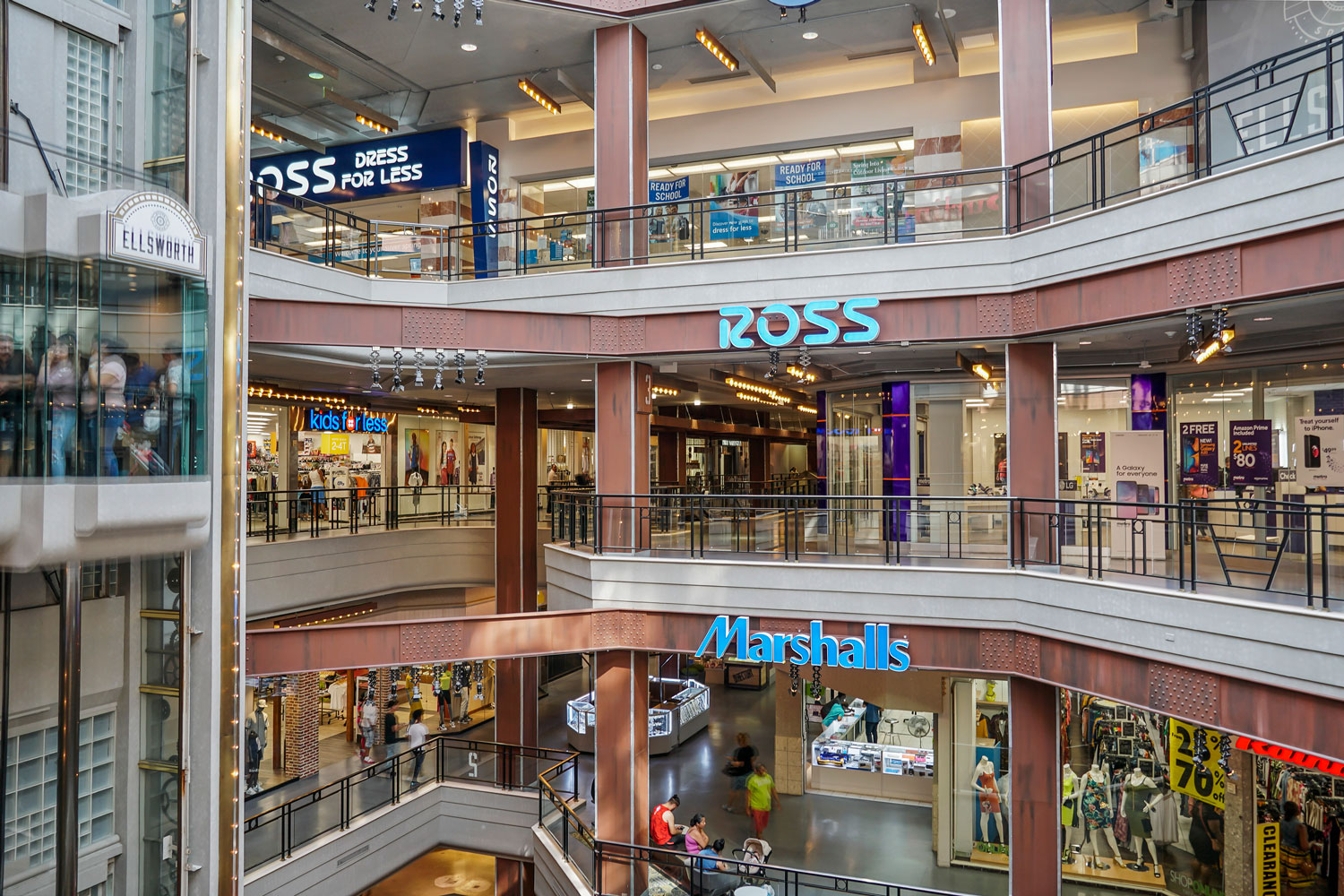 8 minutes to shopping at Ellsworth Place in Downtown Silver Spring, MD