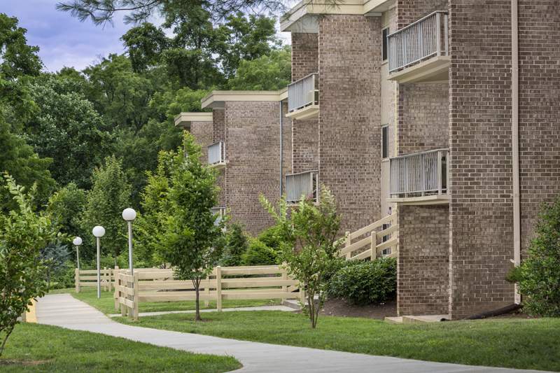 Beautifully maintained grounds at Governor Square Apartments in Gaithersburg, MD