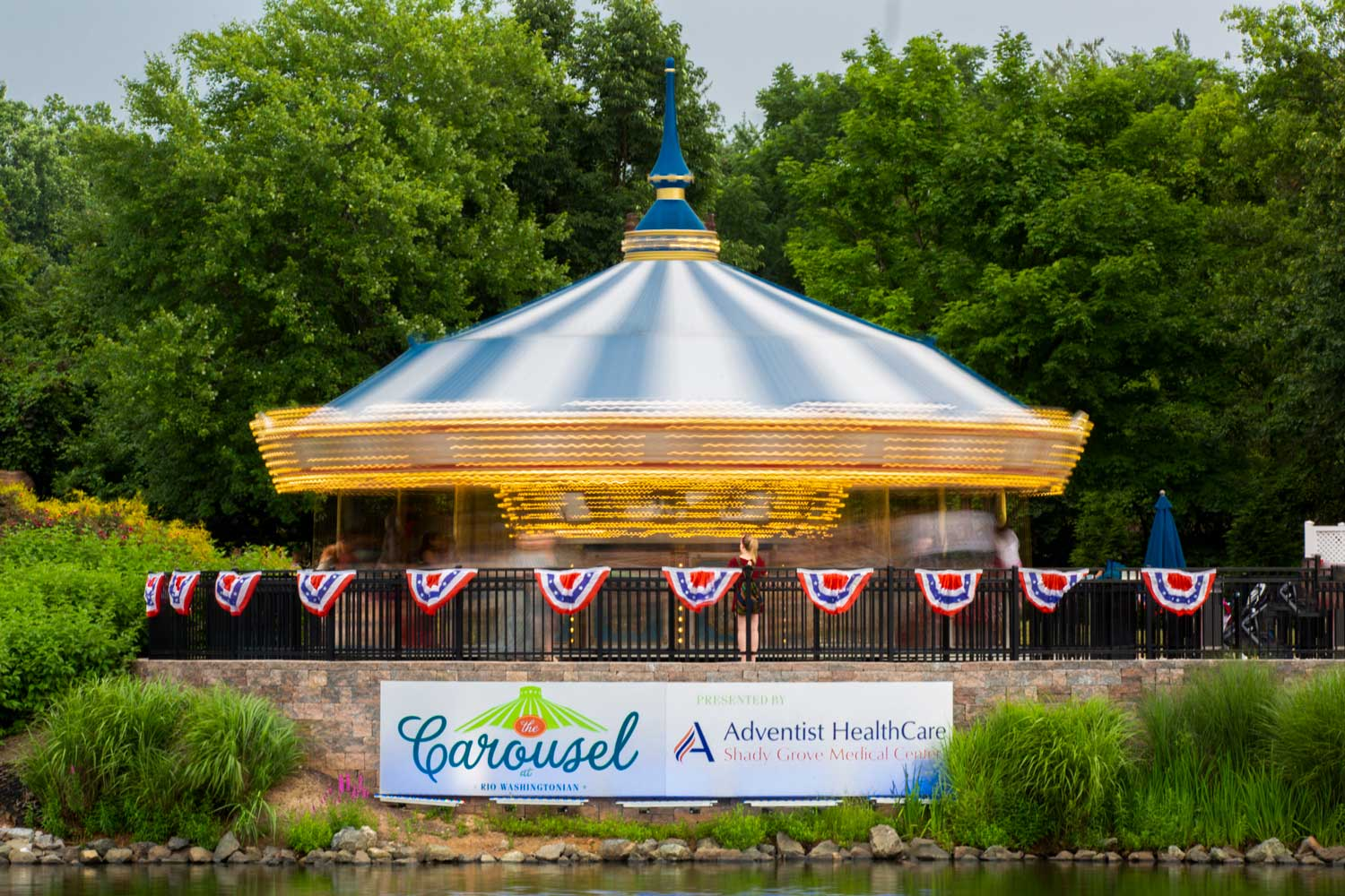 The carousel at RIO is 5 minutes from Governor Square Apartments