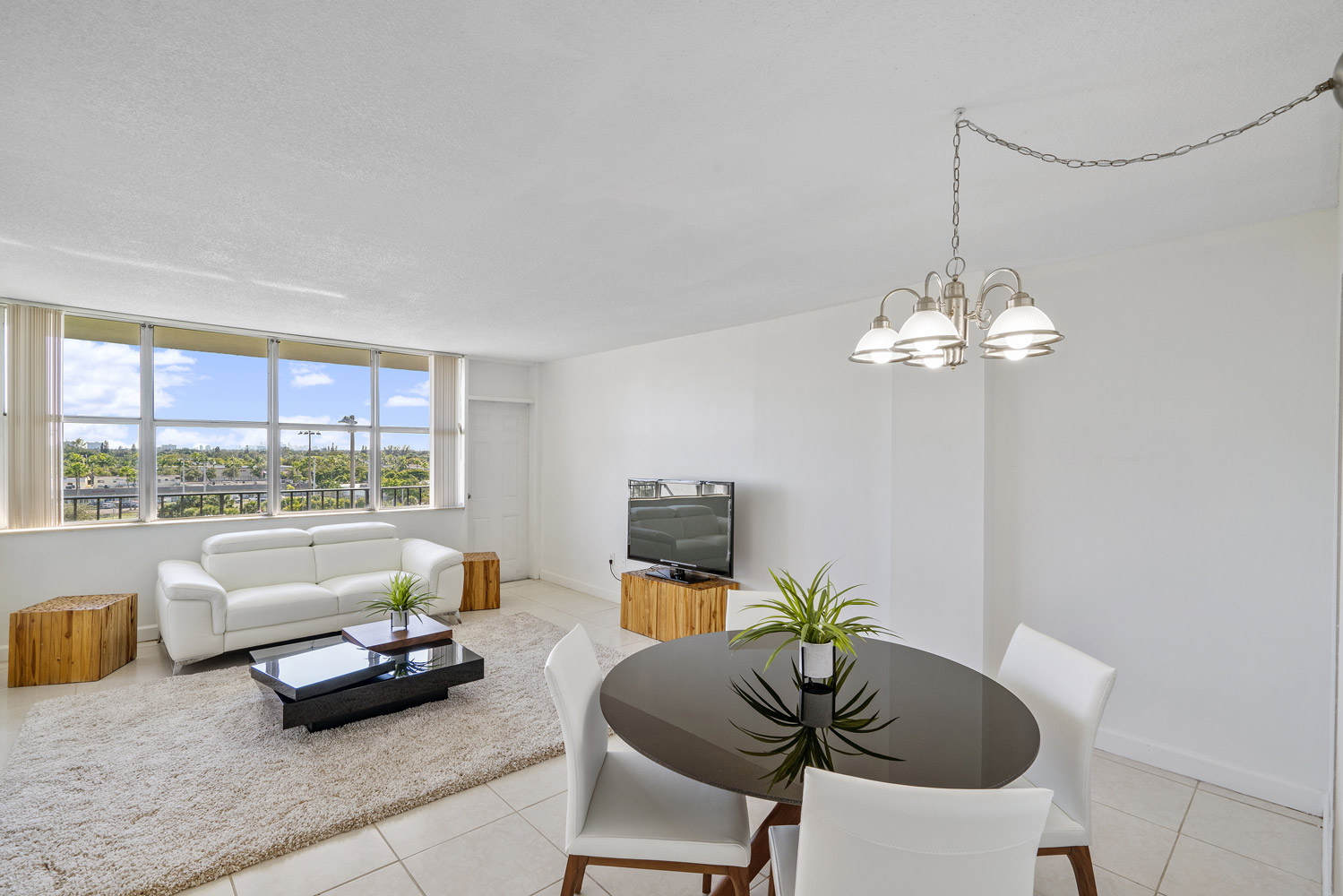 Lounge Area  at Grand Island Square Apartments in North Miami Beach, Florida