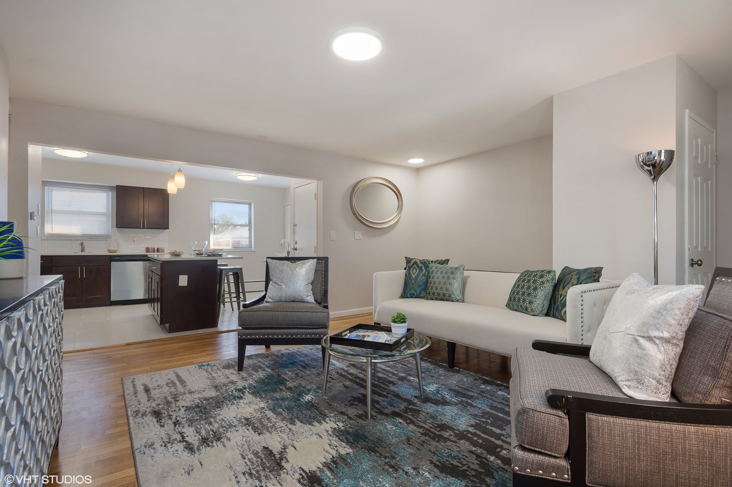 Neutral Color Scheme at Grandview Gardens Apartments in Edison, New Jersey