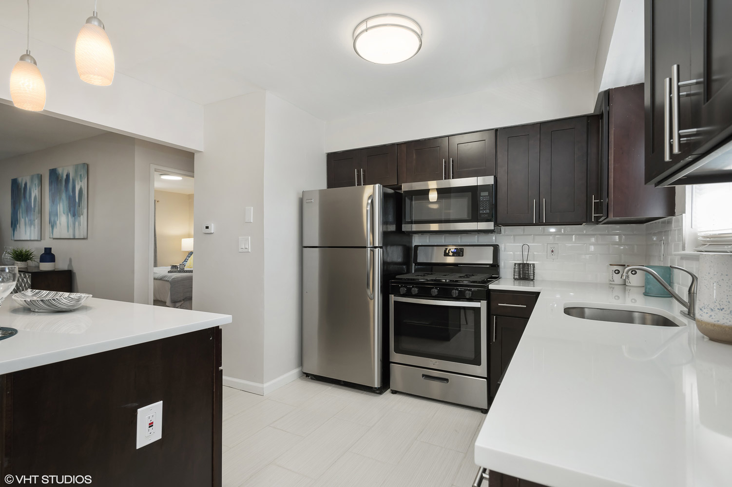 Fully Equipped Kitchen at Grandview Gardens Apartments in Edison, New Jersey