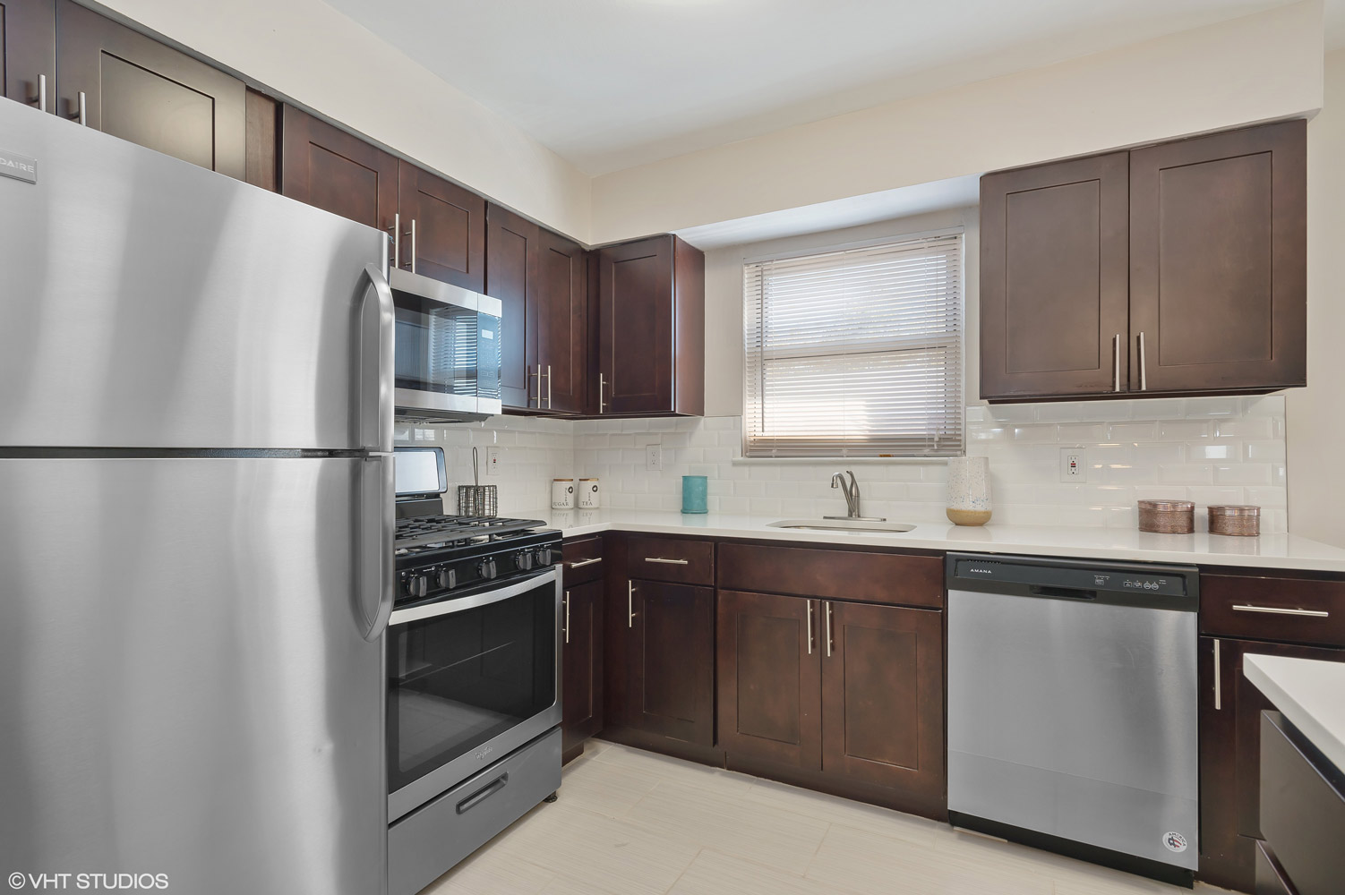 Kitchen Cabinets at Grandview Gardens Apartments in Edison, New Jersey