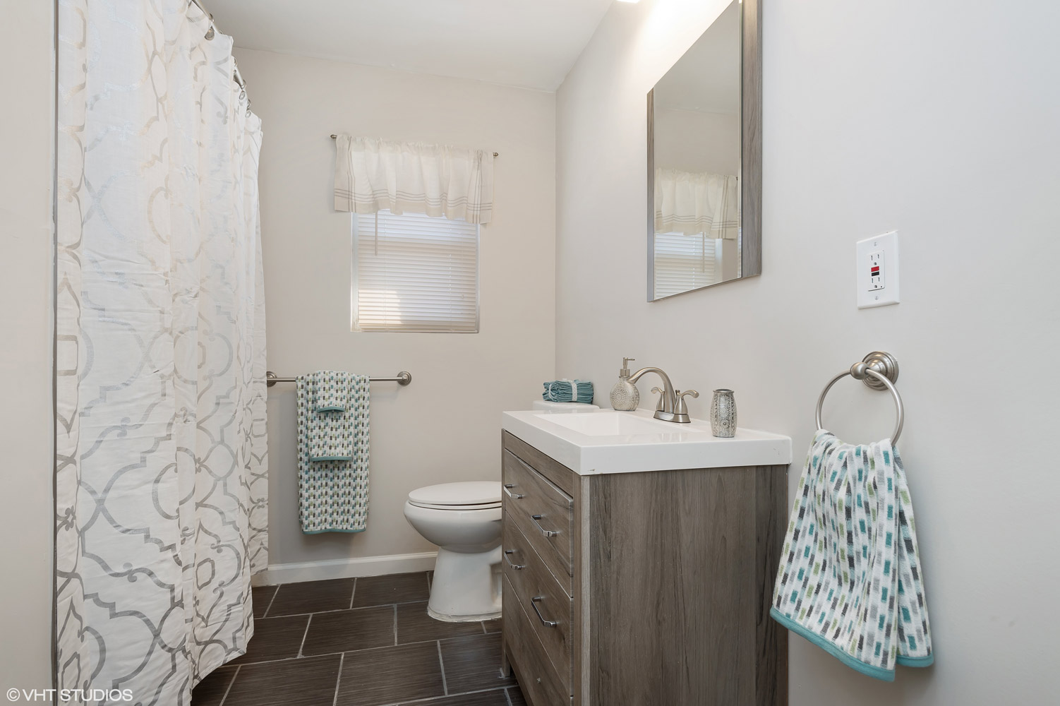 Modern Bathroom at Grandview Gardens Apartments in Edison, New Jersey