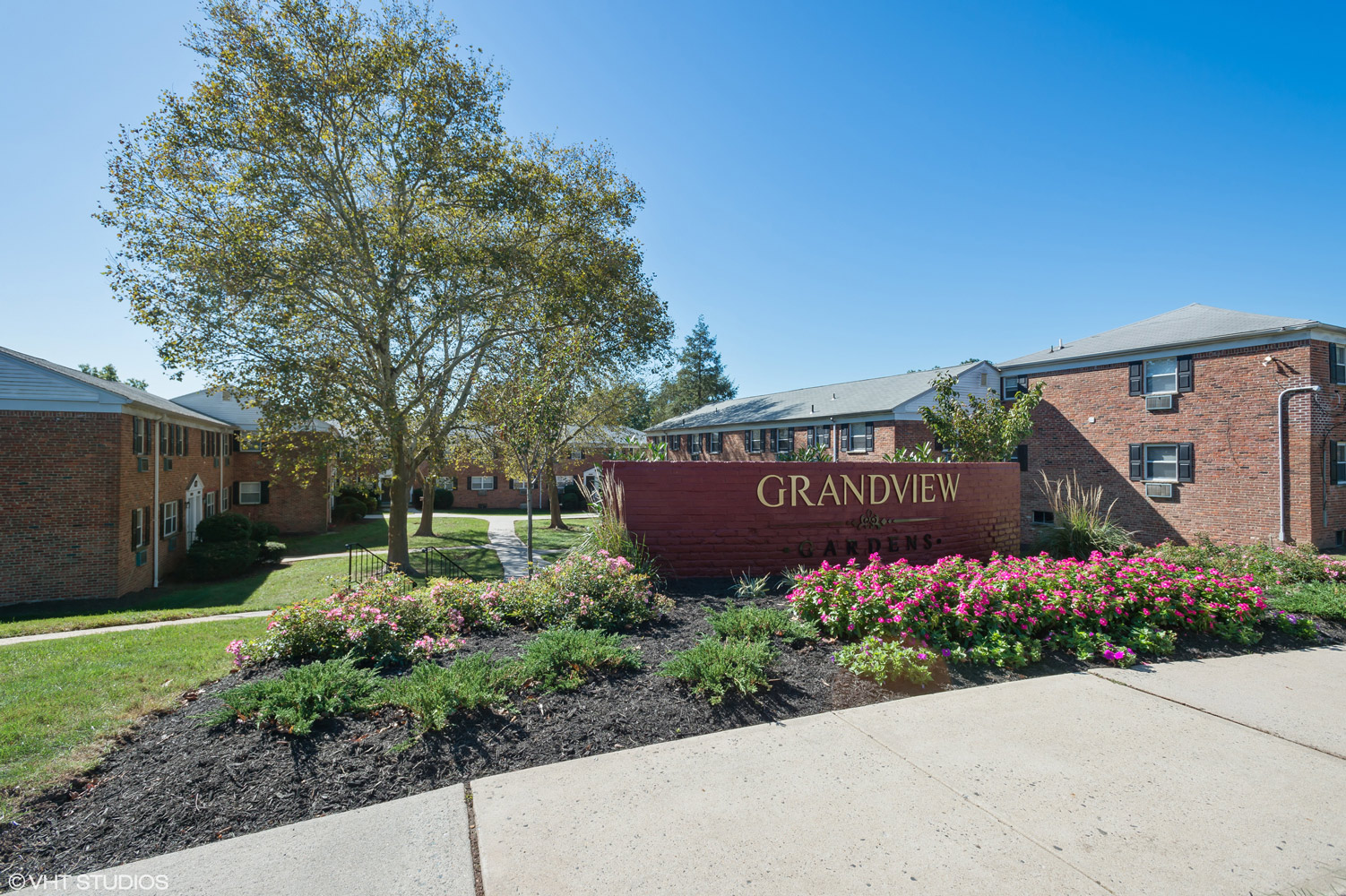 Entrance Area at Grandview Gardens Apartments in Edison, New Jersey