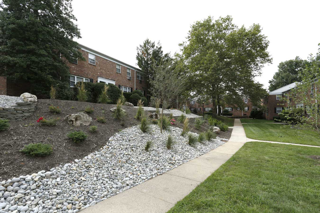 Well Maintained Community at Grandview Gardens Apartments in Edison, New Jersey