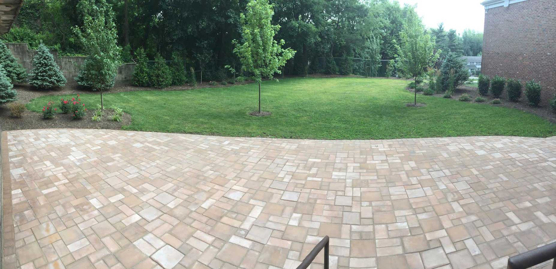 Beautiful Courtyard at Grandview Gardens Apartments in Edison, New Jersey