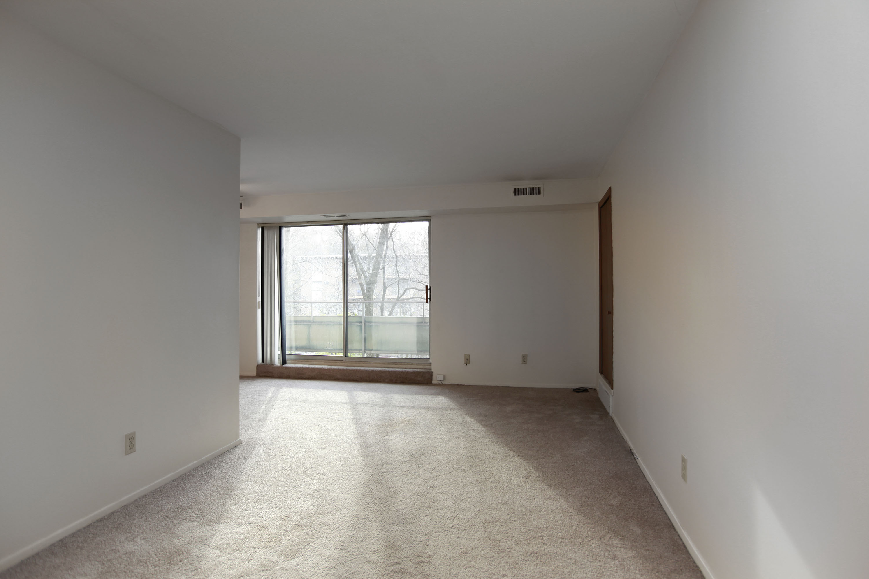 1C Living Room at the Greenridge on Euclid Apartments in Euclid, OH