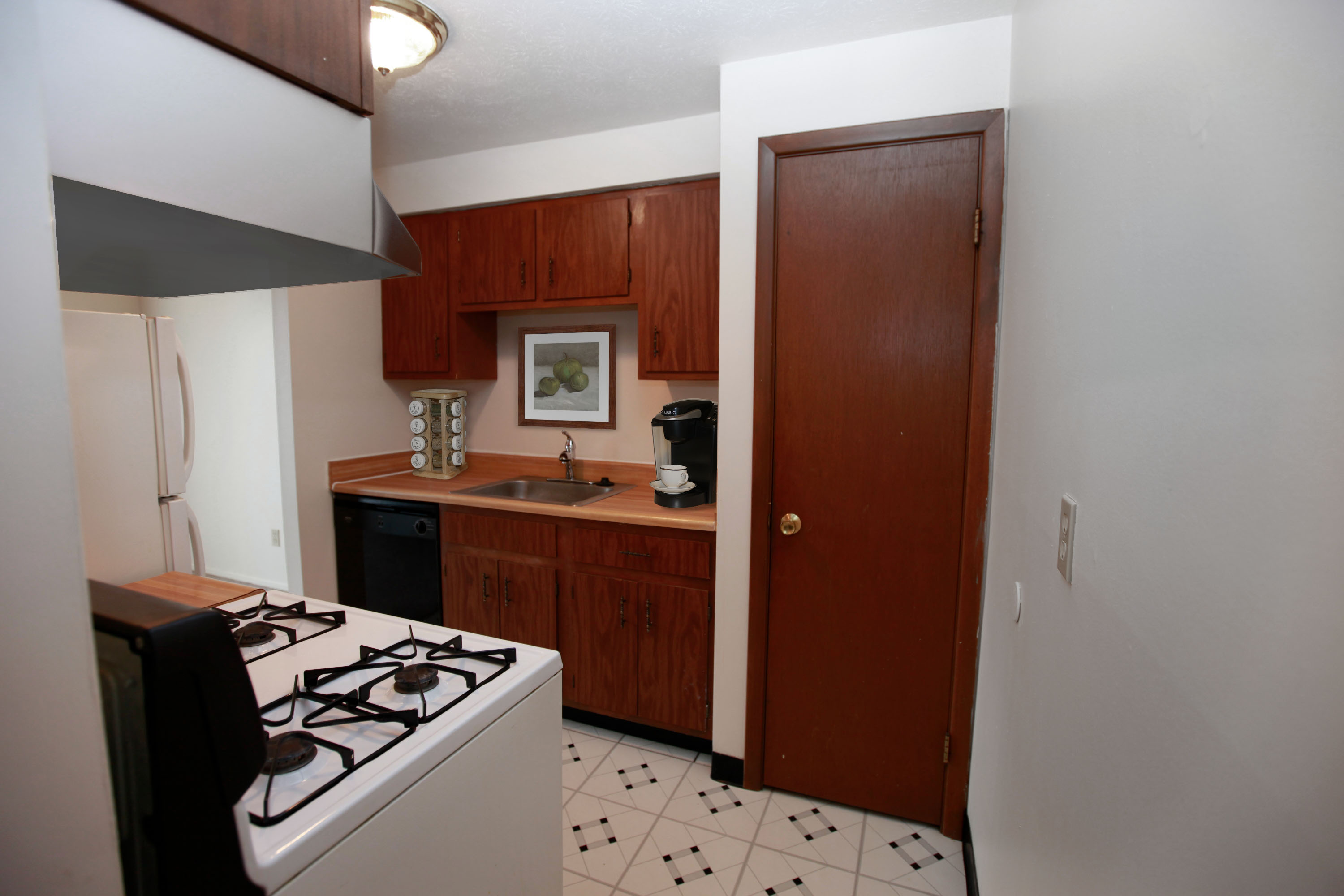 1A Kitchen at the Greenridge on Euclid Apartments in Euclid, OH