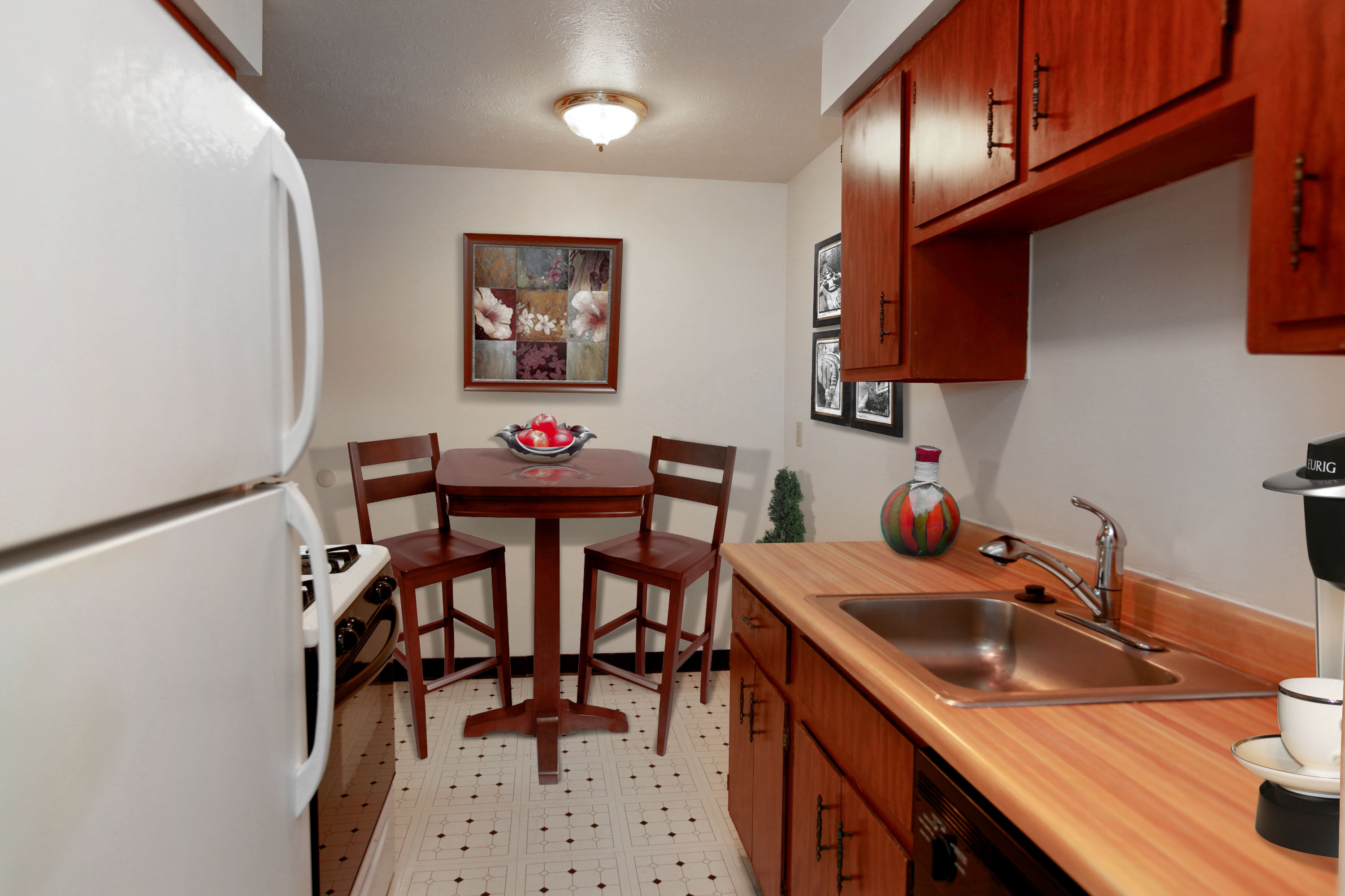 2C Eat-in Kitchen at the Greenridge on Euclid Apartments in Euclid, OH