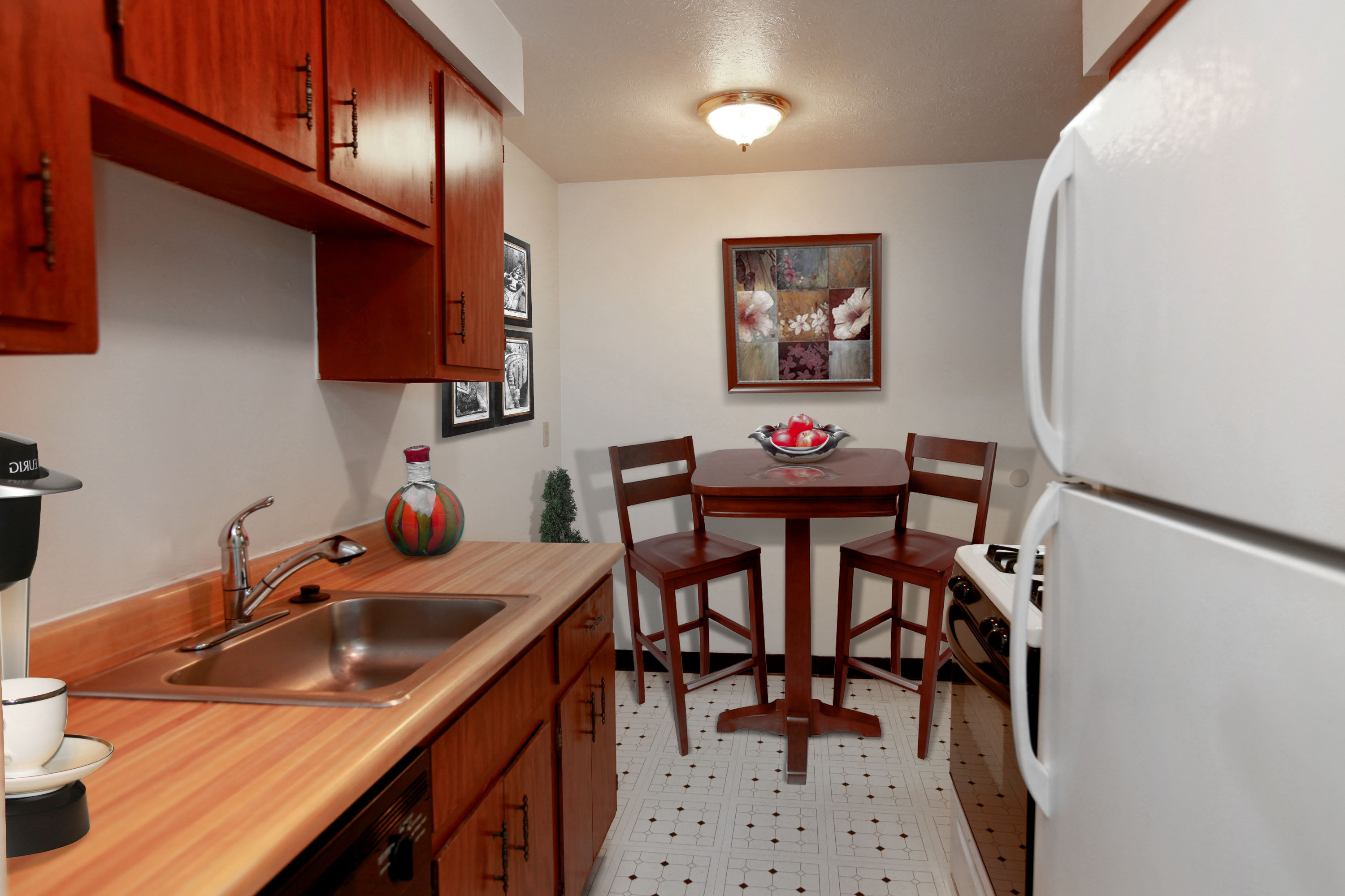 2D Eat-in Kitchen at the Greenridge on Euclid Apartments in Euclid, OH