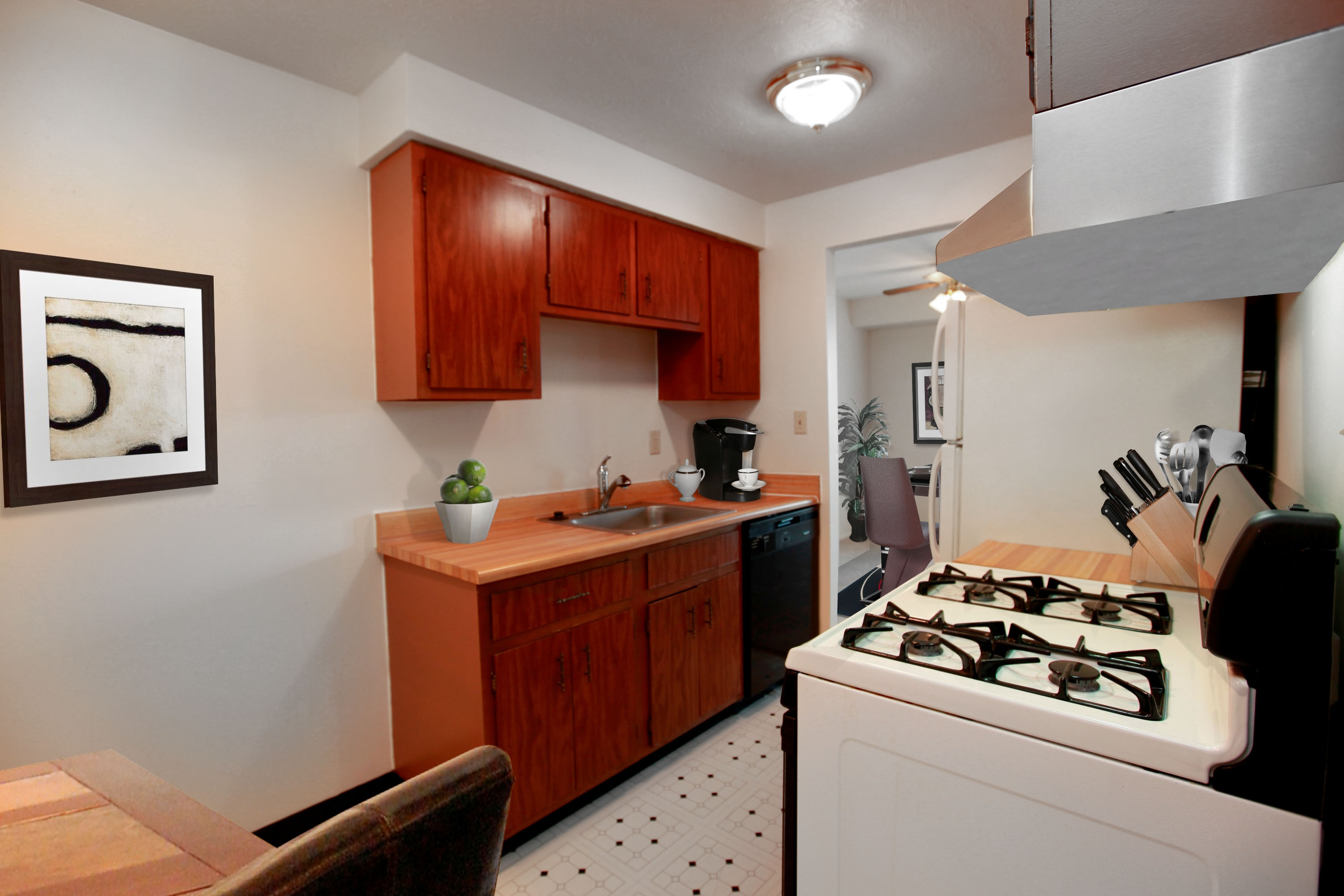 1B Eat-in Kitchen at the Greenridge on Euclid Apartments in Euclid, OH