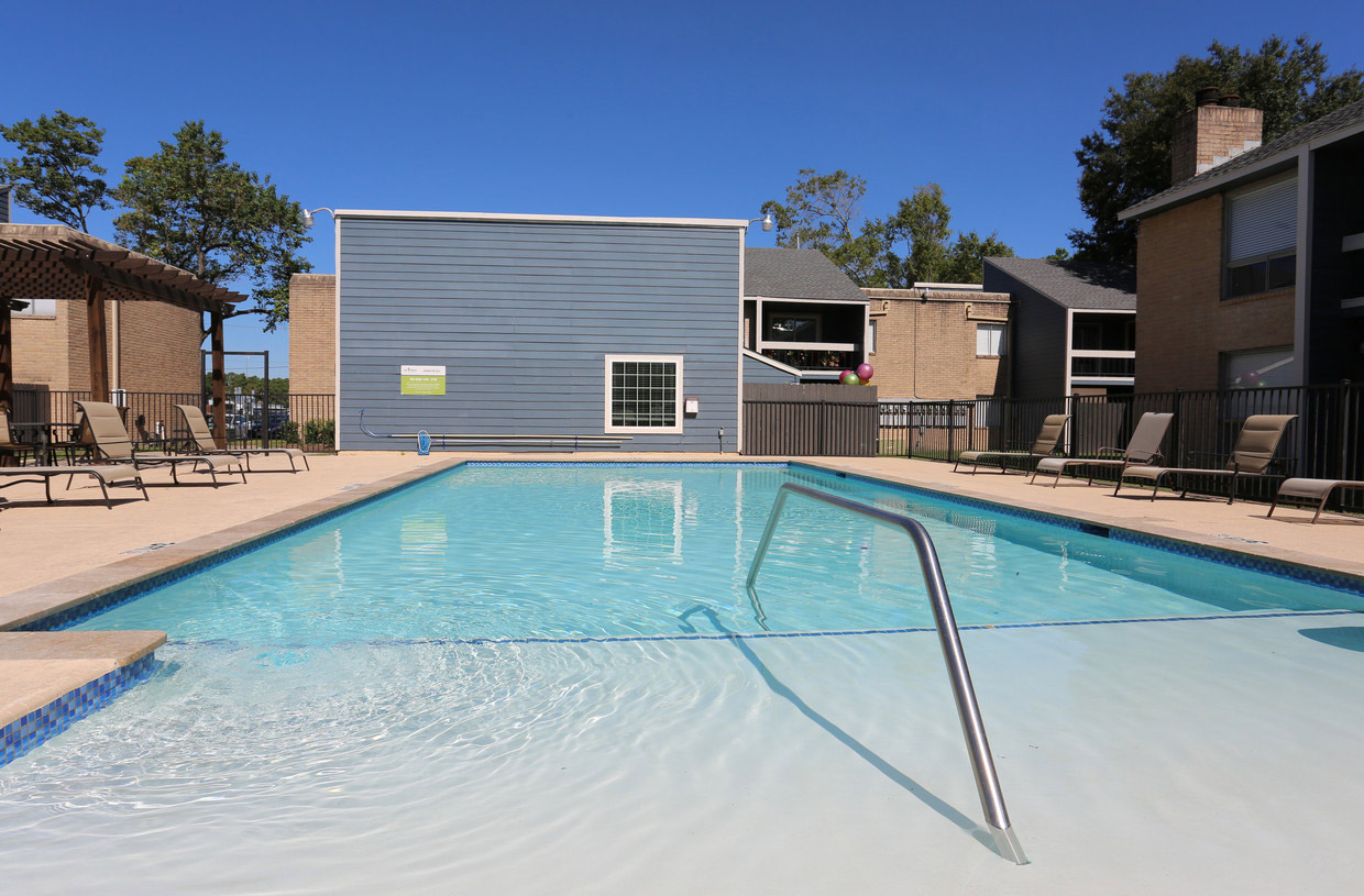 Resort-Style Pool at Grove on Gladstell Apartments in Conroe, Texas