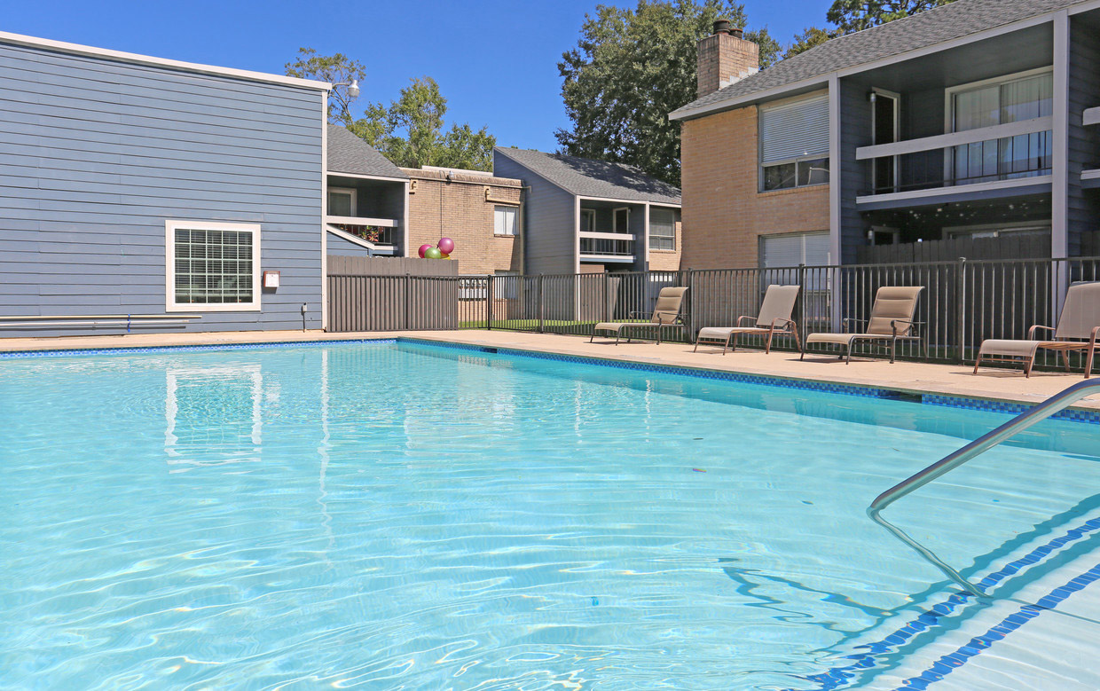 Sparkling Pool at Grove on Gladstell Apartments in Conroe, Texas
