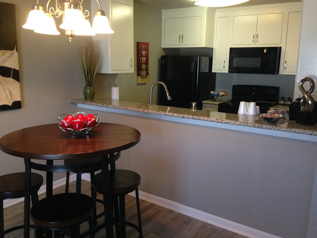 Breakfast Bar at Grove on Gladstell Apartments in Conroe, Texas