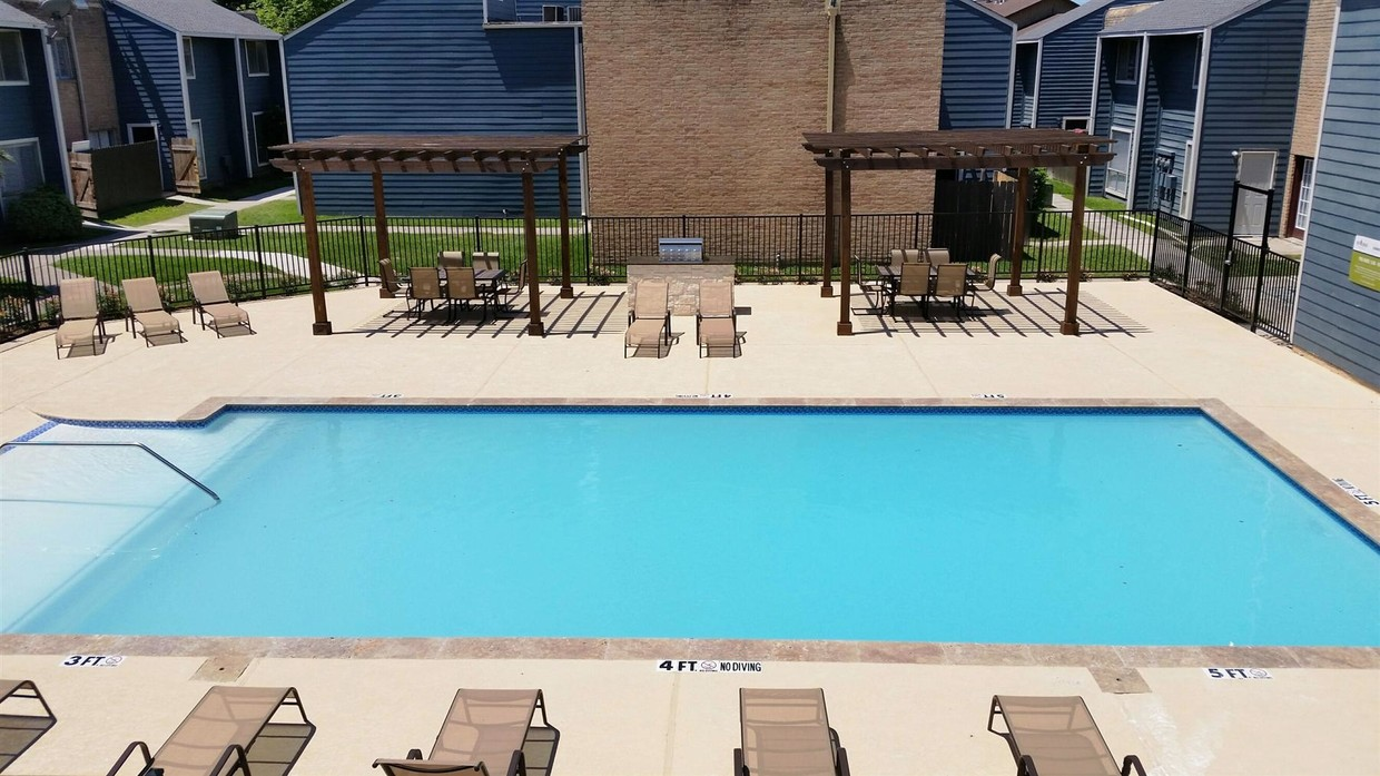 Pool and Lounge Area at Grove on Gladstell Apartments in Conroe, Texas