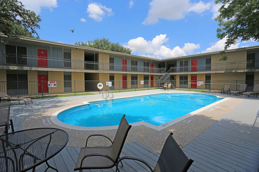 Premium Community Amenities at Hamilton Place Apartments in San Antonio, Texas