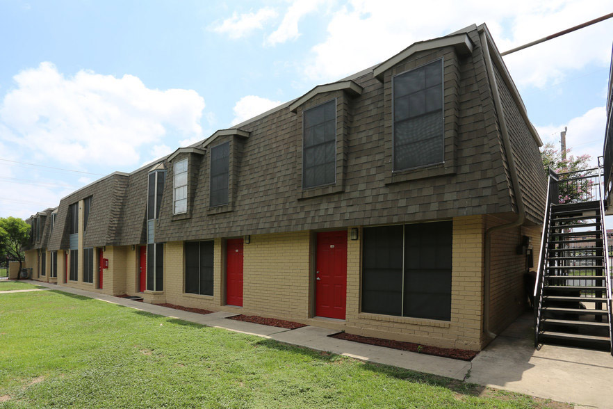 Apartments for Lease in San Antonio at Hamilton Place Apartments in San Antonio, Texas