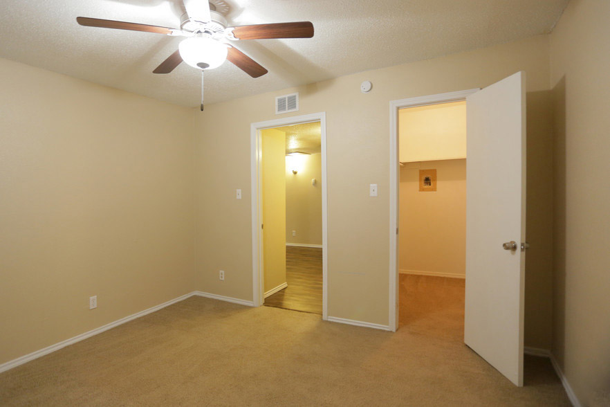 3-Bedroom Apartments for Rent at Hamilton Place Apartments in San Antonio, Texas