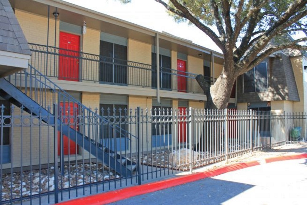 San Antonio Apartment Rentals at Hamilton Place Apartments in San Antonio, Texas