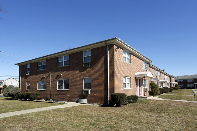 Middlesex Apartments for Rent at Hampton Gardens Apartments in Middlesex, New Jersey