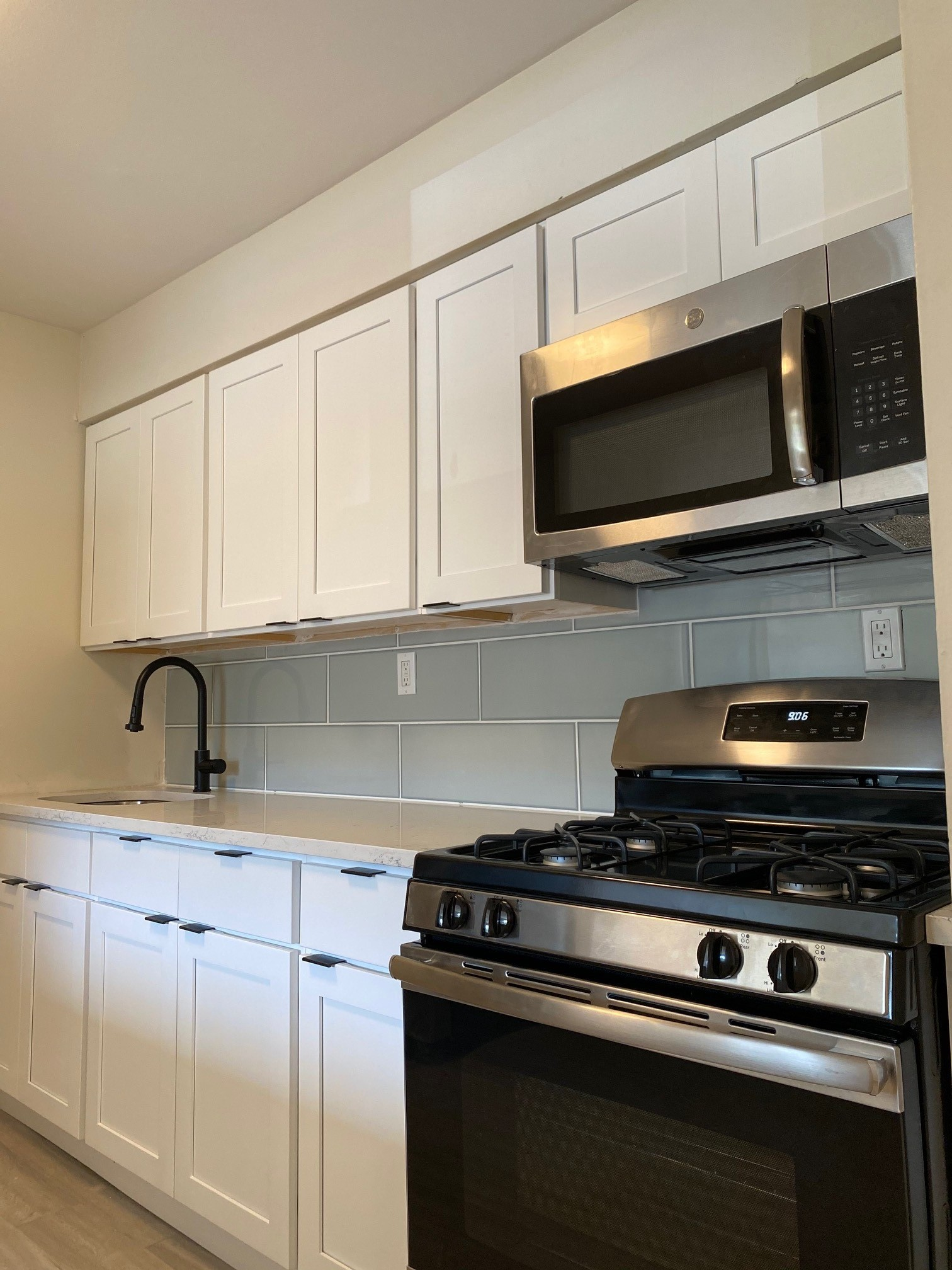 Oven, Range, and Microwave at Hampton Gardens Apartments in Middlesex, New Jersey