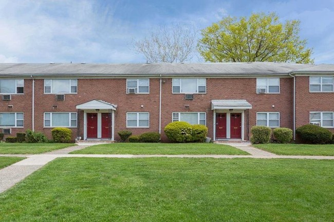 One and Two Bedroom Apartments at Hampton Gardens Apartments in Middlesex, New Jersey