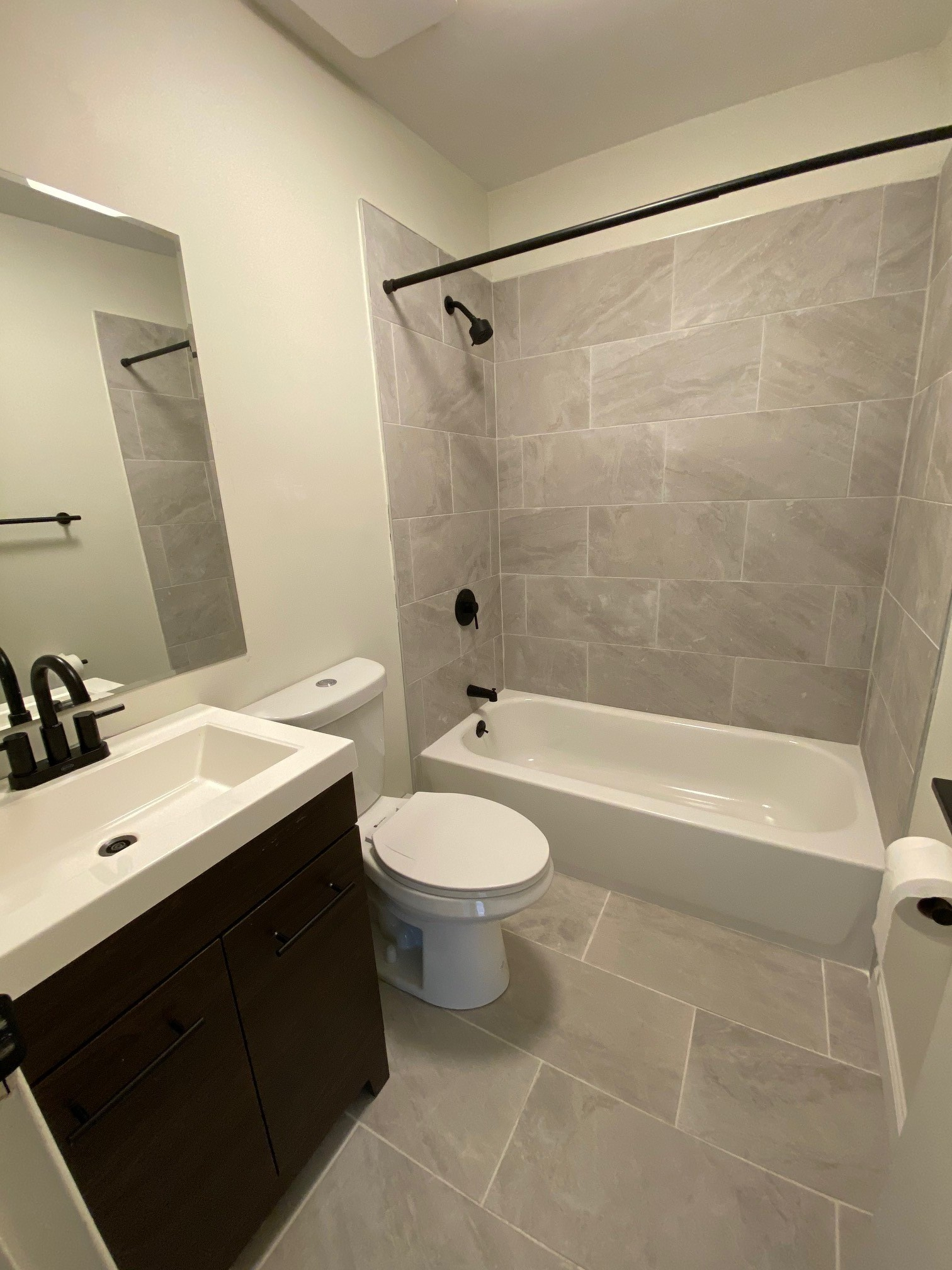 Updated Bathrooms at Hampton Gardens Apartments in Middlesex, New Jersey