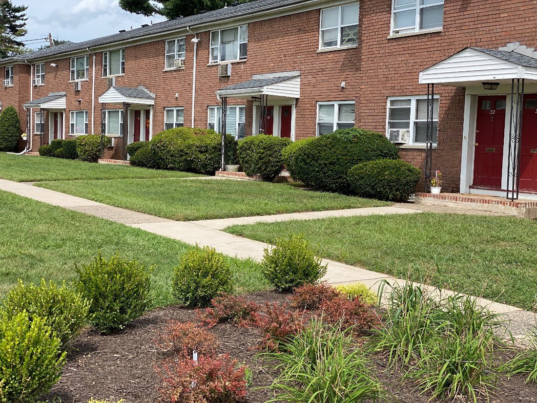 Green Spaces at Hampton Gardens Apartments in Middlesex, New Jersey