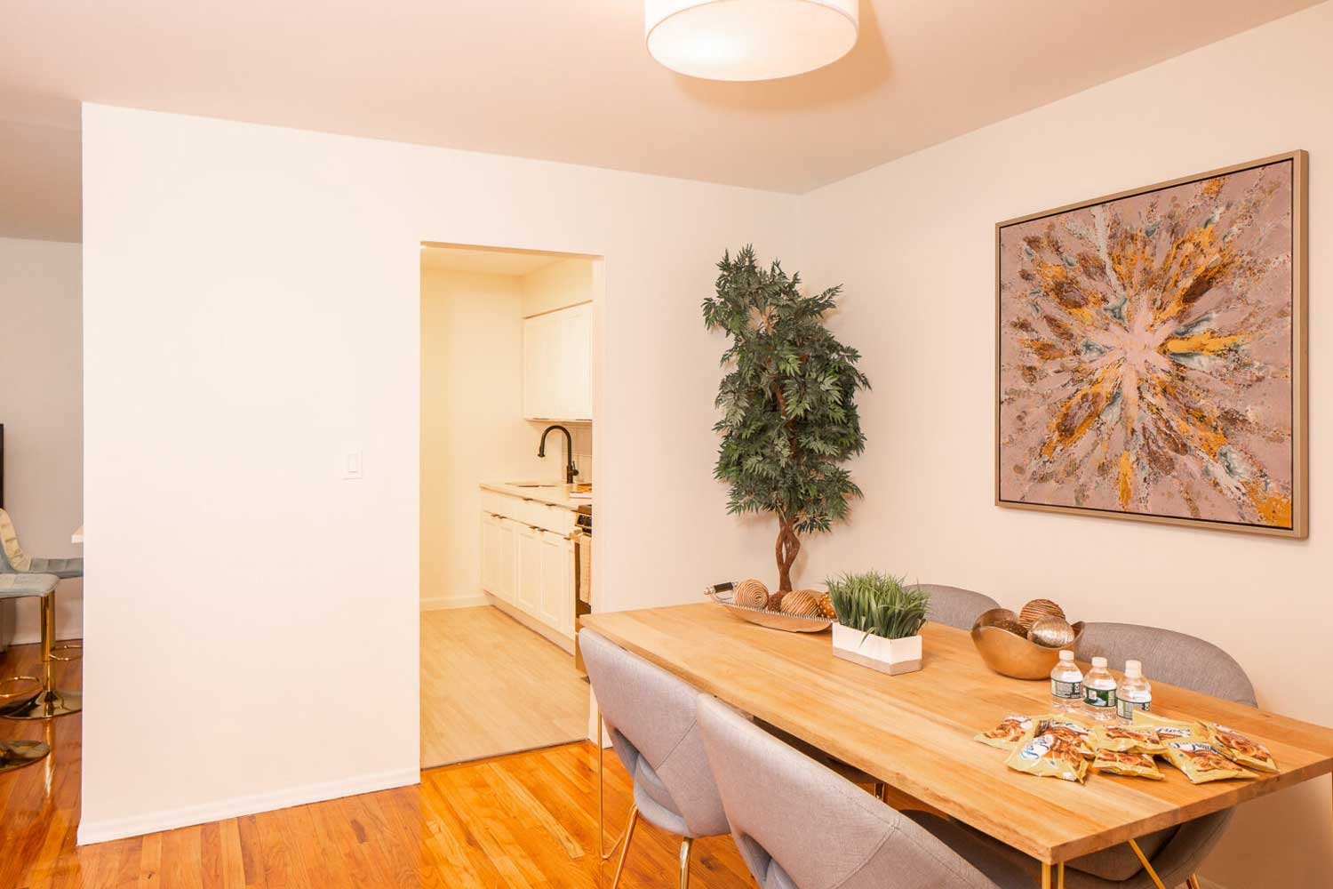 Dining Area at Hampton Gardens Apartments in Middlesex, New Jersey