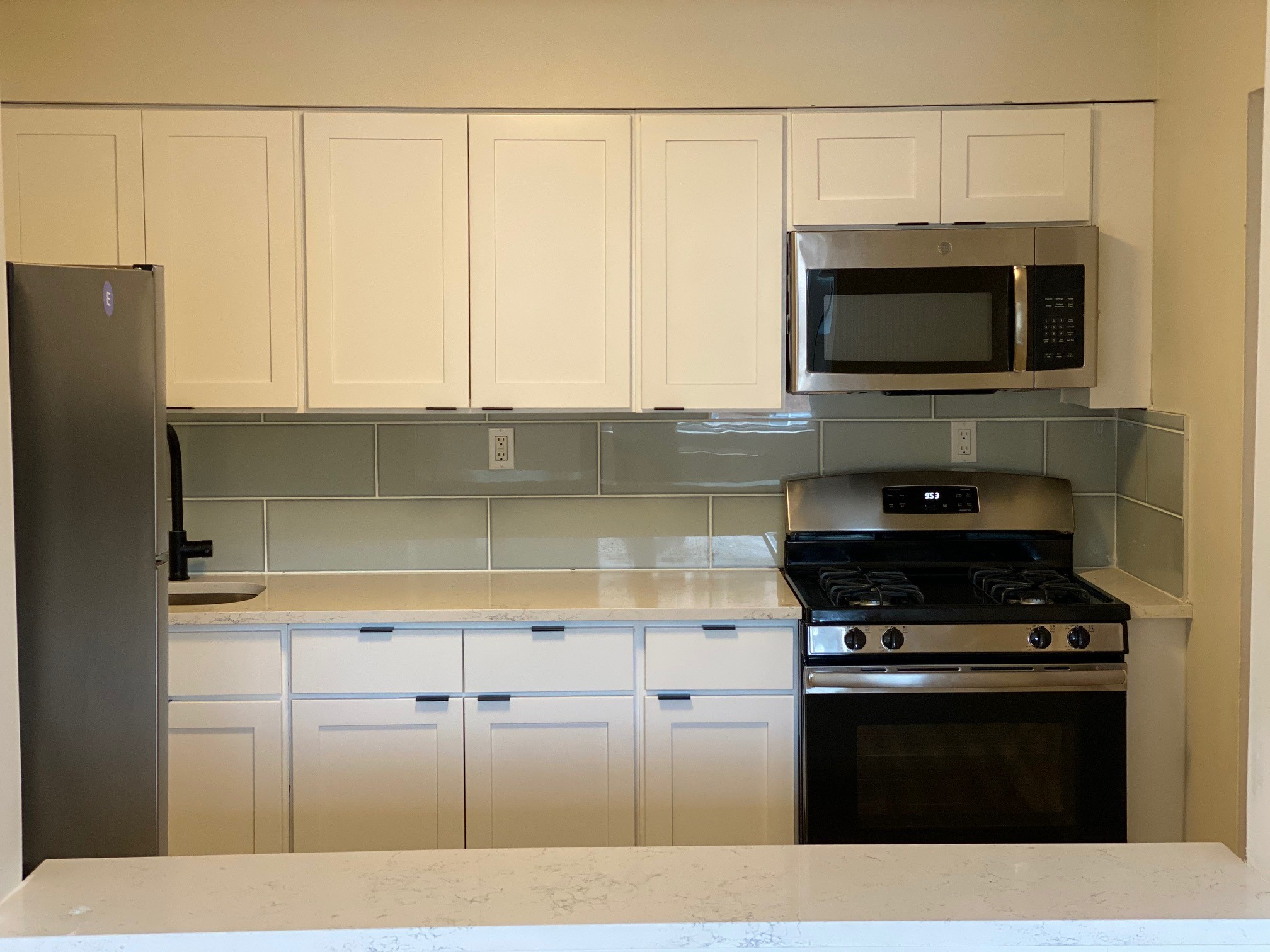 Fully Equipped Kitchens at Hampton Gardens Apartments in Middlesex, New Jersey