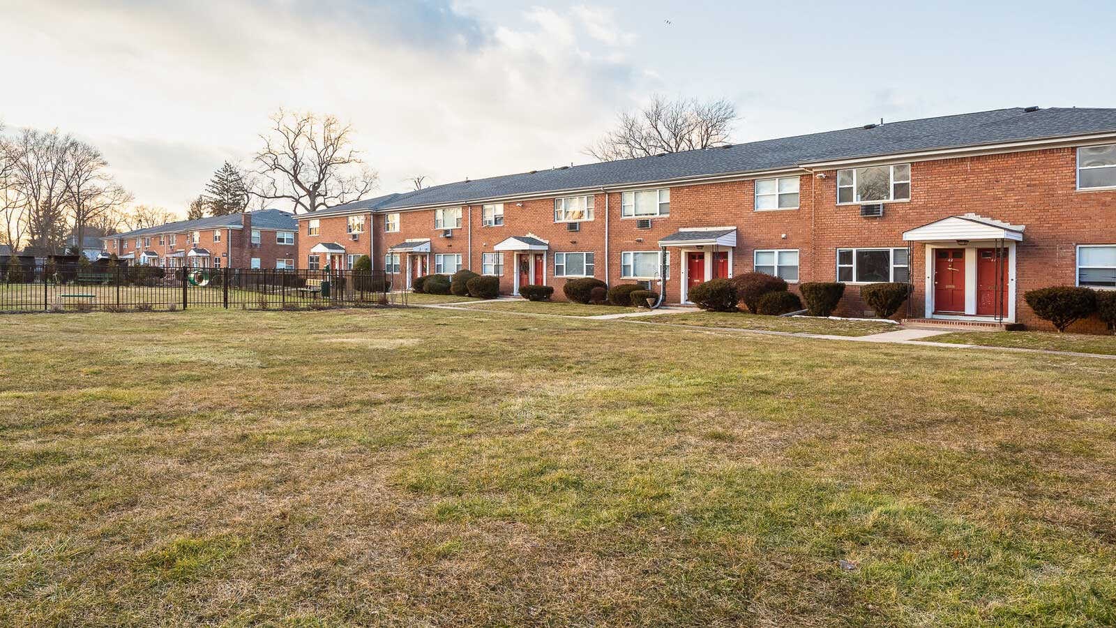 Professional Management Available at Hampton Gardens Apartments in Middlesex, New Jersey