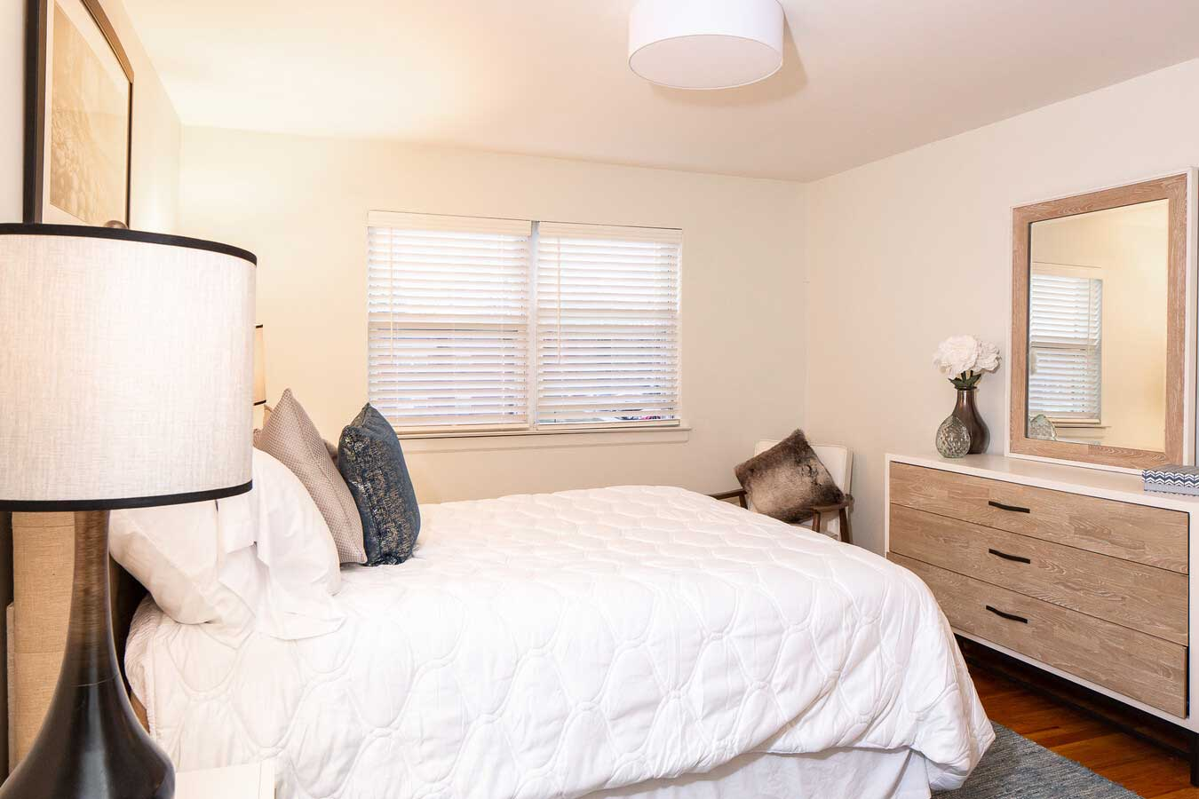 Bedroom at Hampton Gardens Apartments in Middlesex, New Jersey