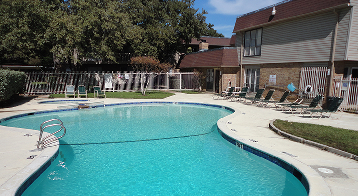Shimmering Swimming Pool at The Avanti on Central Apartments in Bedford , TX