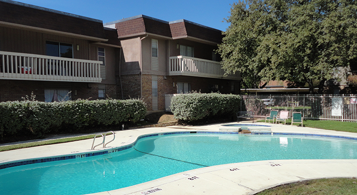Sparkling Swimming Pool  at The Avanti on Central Apartments in Bedford, TX