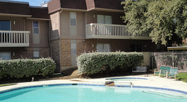 Community Pool at The Avanti on Central Apartments in Bedford, TX