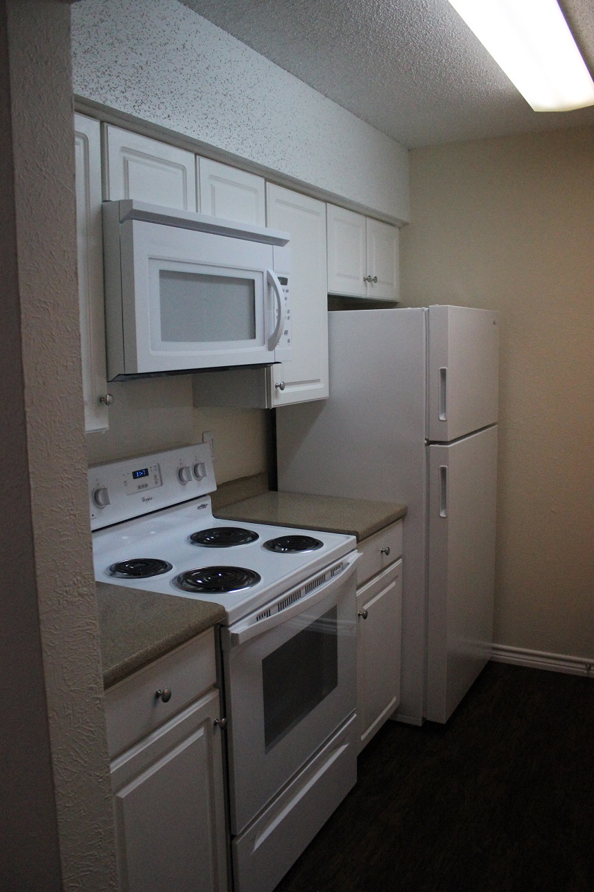 Fully Equipped Kitchen at The Avanti on Central Apartments in Bedford, TX