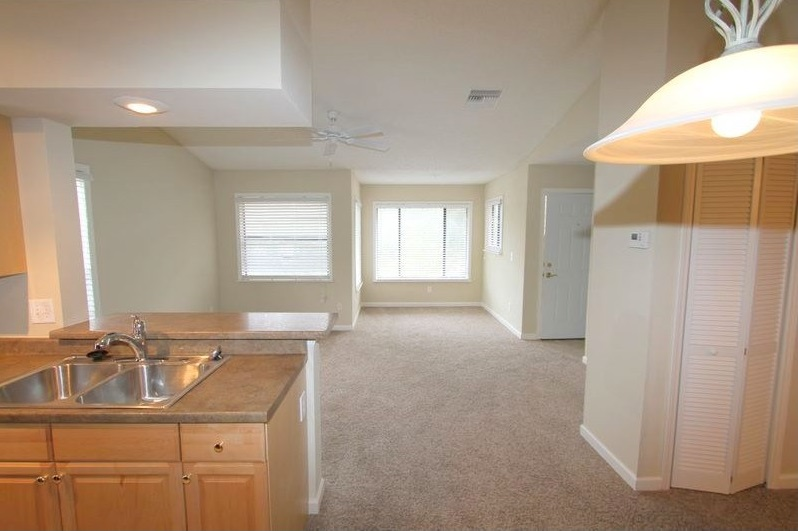 Plush Carpeting at Harbor Oaks Apartments in Hudson, FL