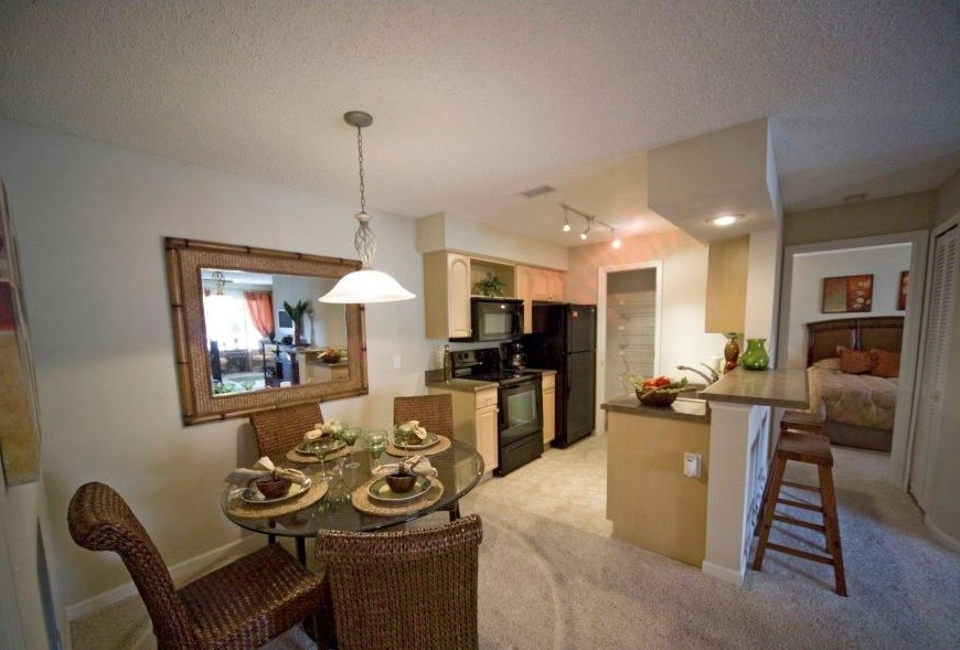 Dining Room at Harbor Oaks Apartments in Hudson, FL
