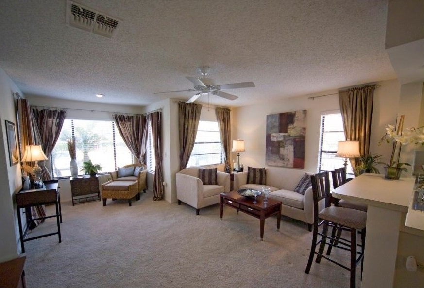 Living and Dining Area at Harbor Oaks Apartments in Hudson, FL