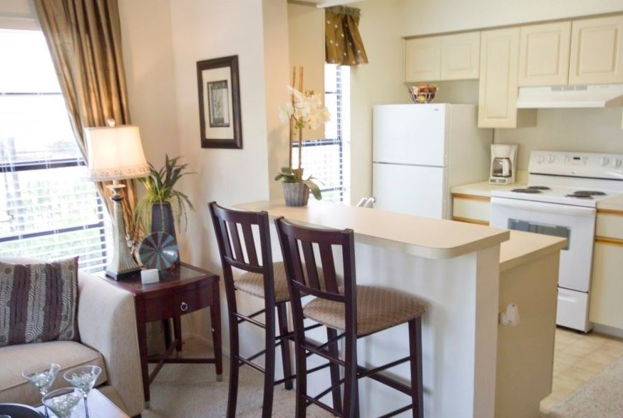 Eat-In Kitchen Bar at Harbor Oaks Apartments in Hudson, FL
