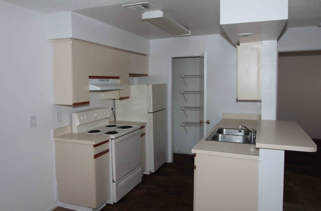 Spacious Kitchen with Pantry at Harbor Oaks Apartments in Hudson, FL