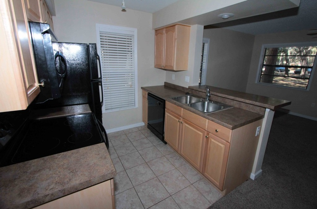 Black Appliances at Harbor Oaks Apartments in Hudson, FL
