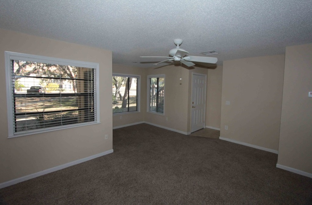 Apartment Ready for Move-In at Harbor Oaks Apartments in Hudson, FL