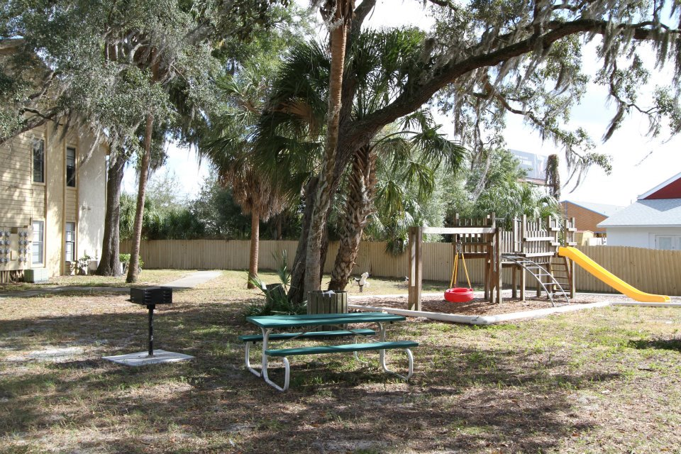 Picnic Area with Grills at Harbor Oaks Apartments in Hudson, FL