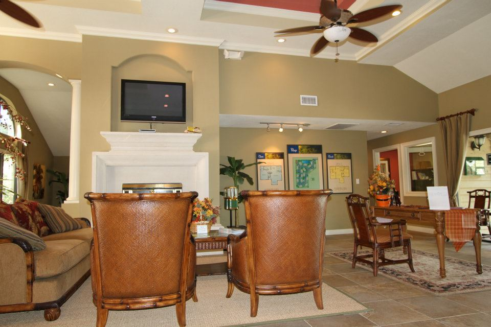 Resident Lounge with LED TV at Harbor Oaks Apartments in Hudson, FL