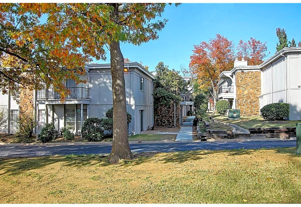 Beautiful Landscaping at Harmony Glen Apartments in Tulsa, Oklahoma